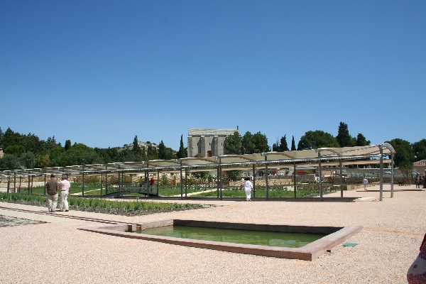 Caumont sur durance jardin romain promenades en provence for Caumont sur durance jardin romain